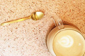 peonies café paris fere chai latte